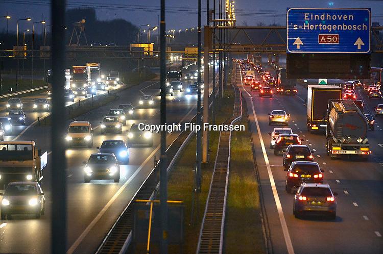 Nederland, A50, Eijk, 20-11-2017Een drukke avondspits op de A 50, bij knooppunt Ewijk. Foto: Flip Franssen