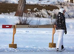 THEMENBILD - eine Eisläuferin steht neben einem Rettungsbrett auf dem zugefrorenen Ritzensee, aufgenommen am 01. März 2018, Ort, Österreich // a skater is standing next to a rescue board on the frozen Ritzensee on 2018/03/01, Saalfelden, Austria. EXPA Pictures © 2018, PhotoCredit: EXPA/ Stefanie Oberhauser