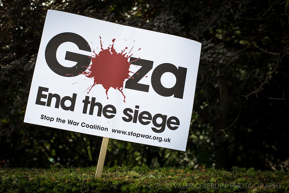 At the end of the Demo placard are left along the streets of London to make people shopping aware. Stop the massacre in Gaza. 150.000 thousands people march in the streets of Central London to Hyde Park ask the end of Israeli invasion of Gaza. 9 August 2014