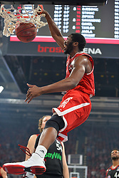21.06.2015, Brose Arena, Bamberg, GER, Beko Basketball BL, Brose Baskets Bamberg vs FC Bayern Muenchen, Playoffs, Finale, 5. Spiel, im Bild Trevor Mbakwe (Brose Baskets Bamberg) beim Dunking. Im Hintergrund: John Bryant (FC Bayern Muenchen / Mitte) und Bryce Taylor (FC Bayern Muenchen / rechts) // during the Beko Basketball Bundes league Playoffs, final round, 5th match between Brose Baskets Bamberg and FC Bayern Muenchen at the Brose Arena in Bamberg, Germany on 2015/06/21. EXPA Pictures &copy; 2015, PhotoCredit: EXPA/ Eibner-Pressefoto/ Merz<br /> <br /> *****ATTENTION - OUT of GER*****
