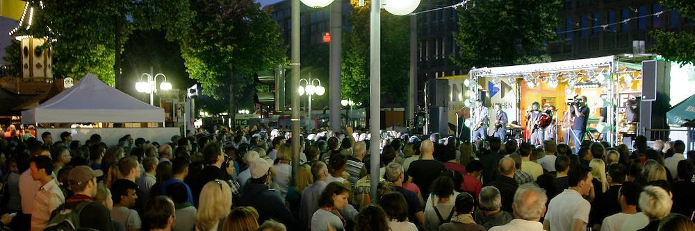 Mannheim. 26.05.2012. Stadtfest 2012. Feature am Samstag.<br /> <br /> <br /> Bild: Markus Proflwitz 27MAY12 / masterpress /