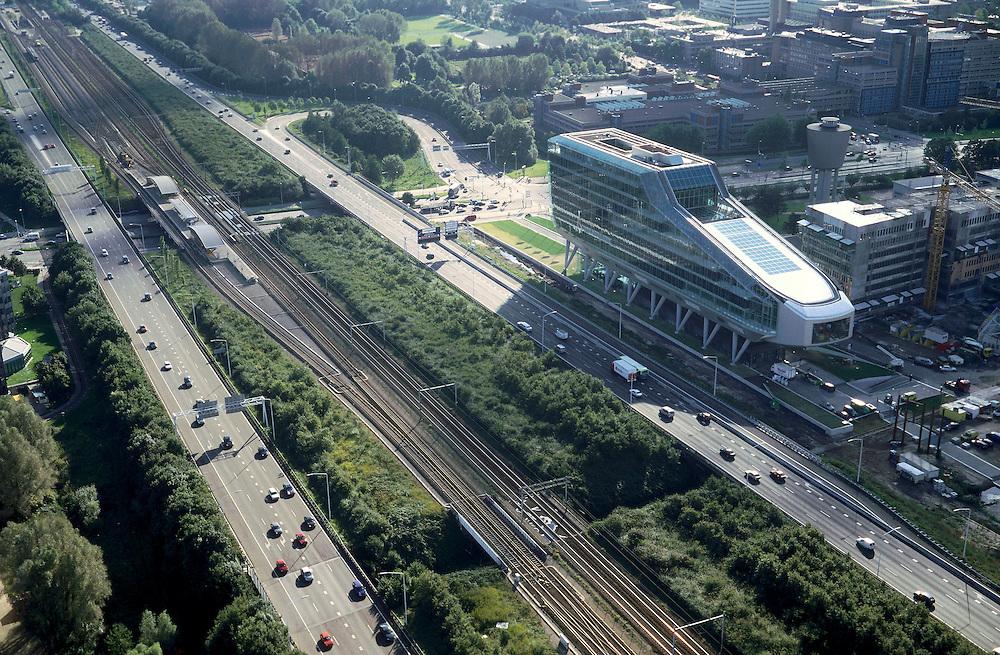 Nederland, Amsterdam, Zuidas, ringweg A10, 25-09-2002; hoofdkantoor van de ING (bijgenaamd de kruimeldief), diagonaal achter ING de Amstelveenseweg met links het station van de ringlijn, rechtsboven VU ziekenhuis, rechts van de ING: bouw van een nieuw kantorenpark op het voormalige waterleiding terrein; voorgrond: de autosnelweg en NS- en metrosporen; ING: Internationale Nederlanden Groep: Postbank - Nationale Nederlanden - Nederlandse Middenstandsbank; bouwen, bank, verzekeringen, economie, handel, bedrijvigheid, stadsgezicht, stadsontwikkeling, infrastructuur; zie ook andere foto's van deze lokatie.<br /> luchtfoto (toeslag), aerial photo (additional fee)<br /> foto /photo Siebe Swart