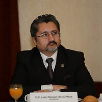 Metepec, México.- Luis Manuel de la Mora, presidente de COPARMEX Estado de México durante una conferencia de prensa de empresarios de diversas asociaciones y cámaras de comercio en donde dieron a conocer su postura y preocupación con respecto a las próximas elecciones, exigiendo se lleven a cabo de manera transparente.  Agencia MVT / Crisanta Espinosa