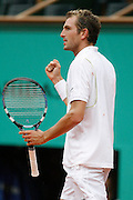 Roland Garros. Paris, France. June 2nd  2008..Julien BENNETEAU against Roger FEDERER..Round of 16 (4th Round)...