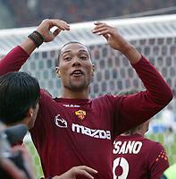 Roma 30/11/2003 <br />Roma Lecce<br />John Carew festeggia il gol del 2-0 per la Roma<br />John Carew celebrates his goal of 2-0 for As Roma<br />Foto Andrea Staccioli Graffiti