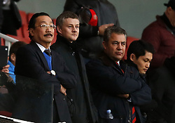 01.01.2014, Emirates Stadion, London, ENG, Premier League, FC Arsenal vs Cardiff City, 20. Runde, im Bild Cardiff City Owner Vincent Tan (1st L) and Ole Gunnar Solskjaer (2nd L) look on the pitch // Cardiff City Owner Vincent Tan (1st L) and Ole Gunnar Solskjaer (2nd L) look on the pitch before the English Premier League 20th round match between Arsenal FC and Cardiff City at the Emirates Stadion in London, Great Britain on 2014/01/01. EXPA Pictures © 2014, PhotoCredit: EXPA/ Photoshot/ Wang Lili<br /> <br /> *****ATTENTION - for AUT, SLO, CRO, SRB, BIH, MAZ only*****