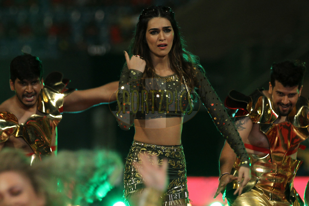 Kriti Sanon performs at the opening ceremony during match 5 of the Vivo 2017 Indian Premier League between the Royal Challengers Bangalore and the Delhi Daredevils held at the M.Chinnaswamy Stadium in Bangalore, India on the 8th April 2017Photo by Prashant Bhoot - IPL - Sportzpics