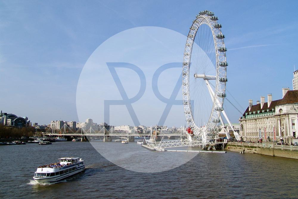 ENGLAND - LONDON - London Eye, auch bekannt unter der Bezeichnung 'Millennium Wheel', ist das höchste Riesenrad Europas - 03. April 2005 © Raphael Hünerfauth - http://huenerfauth.ch