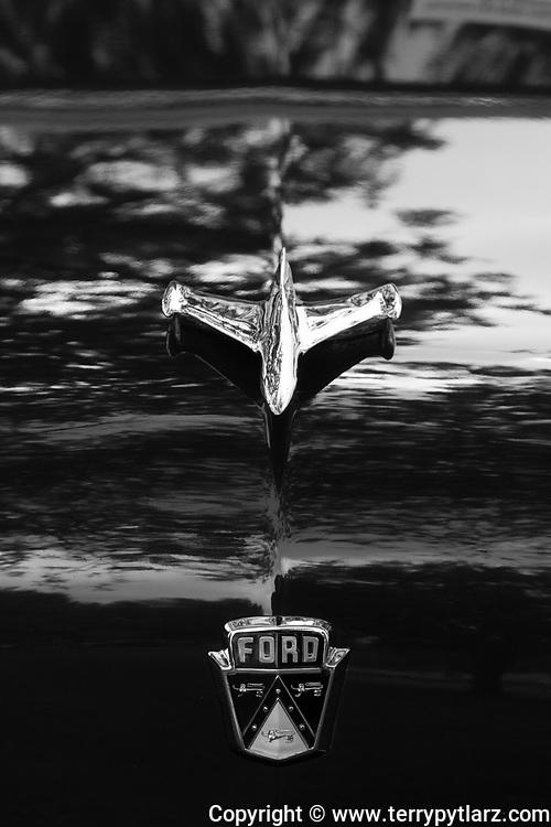1953 Ford Crestline V8 hood ornament black and white