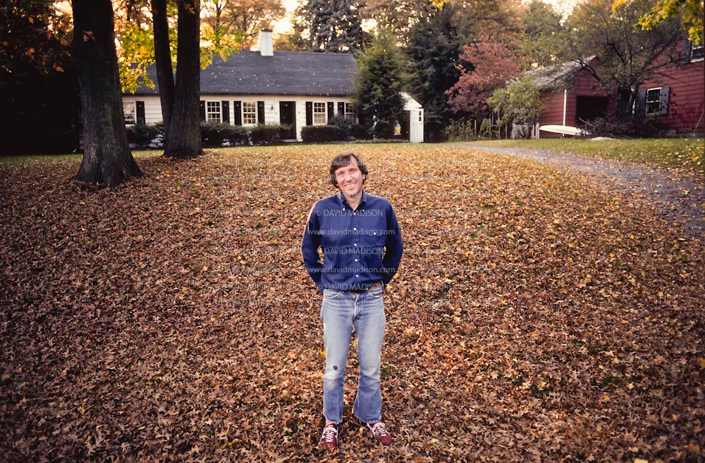 HARDWICK, VT - OCTOBER 1979:  Jim Fixx outside his home in Hardwick, Vermont in October 1979.  Fixx was the author of the bestselling book The Complete Book of Running which eventually sold over one million copies.  (Photo by David Madison/Getty Images) *** Local Caption *** Jim Fixx