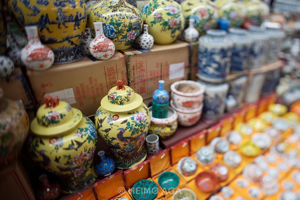 Panjiayuan weekend market. Porcelaine and ceramics.