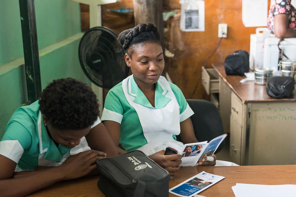 Projet ACOSME pour la santé mère-enfant en Haïti (projet de l'USI et du CECI, financement AMC). Visite de l'hôpital de Grande Rivière du Nord. Département du Nord.