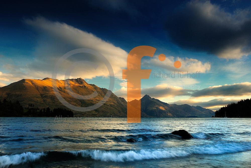 Richard Furhoff 100101_NewZealand_DSC4892.tif .Sunset, Lake Wakatipu, Queenstown, New Zealand. ..
