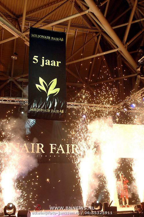 NLD/Amsterdam/20061207 - Miljonairfair 2006, opening door Paul de Leeuw als Annie de Rooy