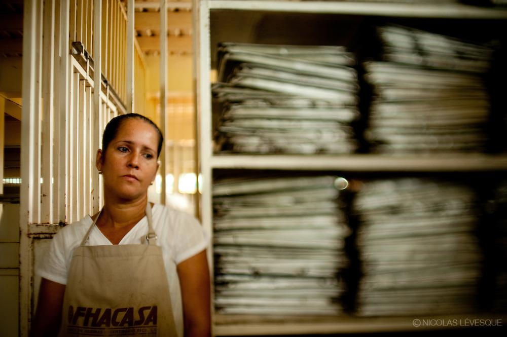 Sonia Mendez a subi une opération au dos après un accident de travail. La compagnie ne lui donne rien. Monocultures d'ananas de la multinationale Del Monte. Buenos Aires, Costa Rica 2010.