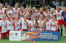 30-06-2012 LACROSSE: EUROPEES KAMPIOENSCHAP ENGELAND - WALES: AMSTERDAM<br /> (L-R) Team England with gold medals and trophy, a.o. 3 Leah Templeman, 5 Ruby Smith, 27 Laura Merrifield, 5 Ruby Smith, 33 Laura Plant, 2 captain Katy Bennett, 40 Emily Gray, 25 Lucy Lynch, 17 Olivia Wimpenny, 12 Sophie Brett, 34 Alex Bruce ENG. England wins the gold medal match against Wales<br /> ©2012-FotoHoogendoorn.nl / Peter Schalk
