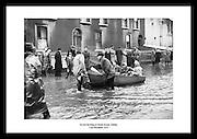 Waehlen Sie Ihr lieblings Foto aus tausenden von alten irischen Fotografien, erhaeltlich im Irish Phto Archive. Ueberraschen Sie jemand besonderen mit einem perfekten Geschenk wie ein Bild vom altetn Irland. Diese einzigartigen Fotos sind eine Reihe von Reproduktionen von historischen Fotografien aus den Jahren 1950-2013.