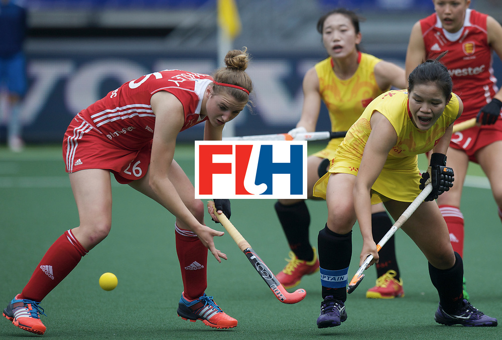 DEN HAAG - Rabobank Hockey World Cup<br /> 11 England - China<br /> Foto: Lily Owsley (red) and Qiuxia Cui (yellow).<br /> COPYRIGHT FRANK UIJLENBROEK FFU PRESS AGENCY