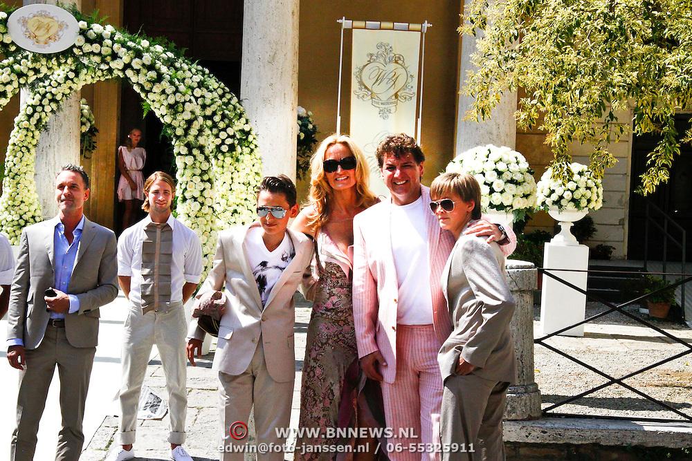 ITA/Siena/20100717 Wedding of soccerplayer Wesley Sneijder and tv host Yolanthe Cabau van Kasbergen, René Froger met partner Natasja en zonen Maxim en Didier