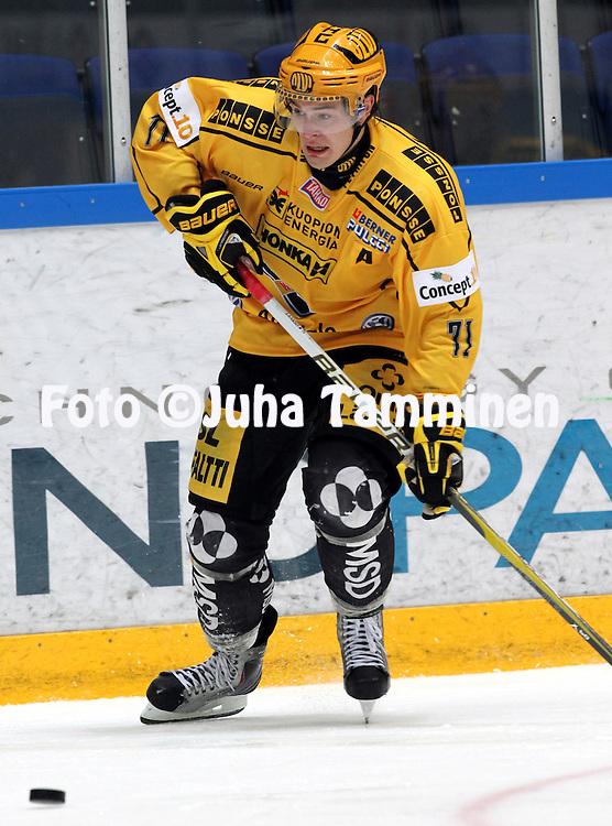 28.09.2010, H?meenlinna..J??kiekon SM-liiga 2010-11. .HPK - KalPa..Tapio Laakso - KalPa.©Juha Tamminen.