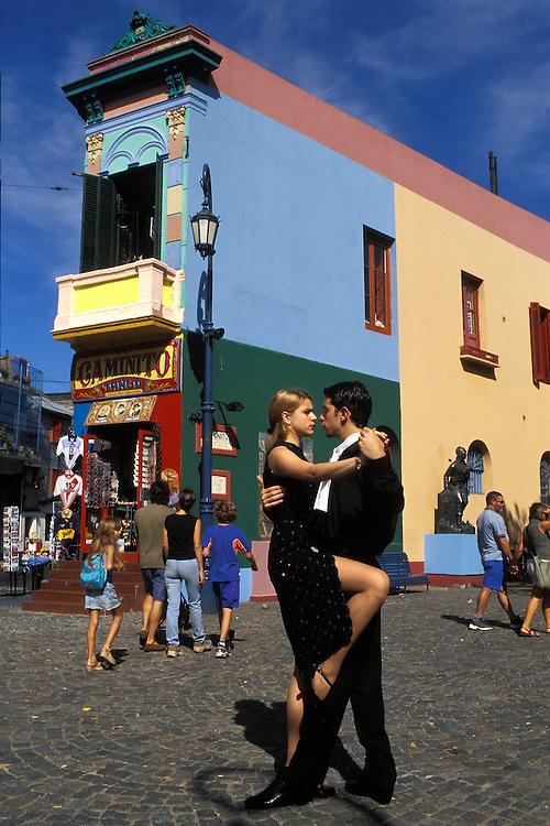 Argentina. Buenos Aires..Una pareja de bailarines de tango en el barrio de La Boca..------------------------------------------------------------------.A tango couple at La Boca district...© JOAN COSTA