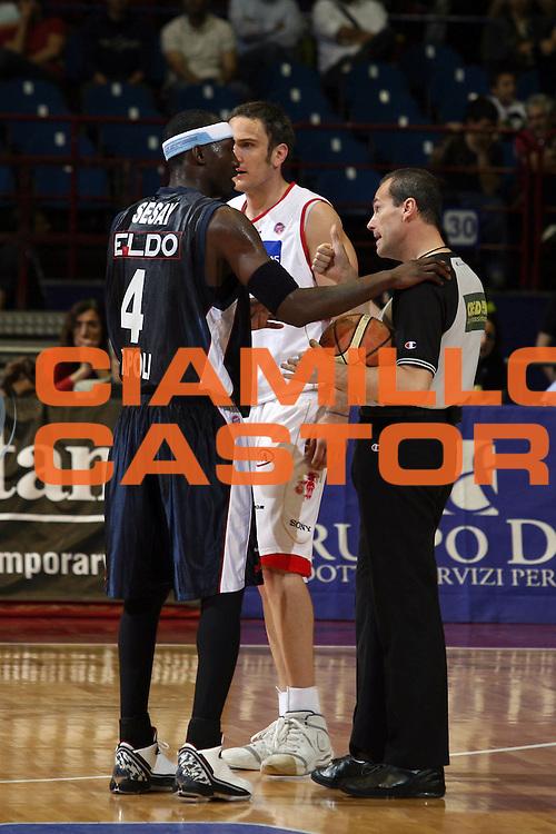 DESCRIZIONE : Milano Lega A1 2006-07 Armani Jeans Milano Eldo Napoli<br /> GIOCATORE : Sesay Arbitro<br /> SQUADRA : Eldo Napoli Arbitro<br /> EVENTO : Campionato Lega A1 2006-2007<br /> GARA : Armani Jeans Milano Eldo Napoli<br /> DATA : 29/04/2007<br /> CATEGORIA : Curiosita<br /> SPORT : Pallacanestro<br /> AUTORE : Agenzia Ciamillo-Castoria/S.Ceretti