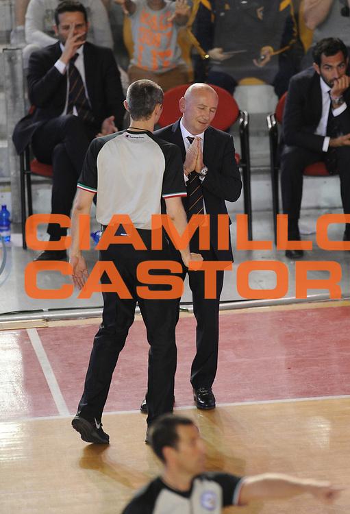DESCRIZIONE : Roma Lega A 2014-15 <br /> Acea Virtus Roma - Acqua Vitasnella Cantu<br /> GIOCATORE : Luca Dalmonte<br /> CATEGORIA : delusione coach arbitro mani <br /> SQUADRA : Acea Virtus Roma<br /> EVENTO : Campionato Lega A 2014-2015 <br /> GARA : Acea Virtus Roma - Acqua Vitasnella Cantu<br /> DATA : 10/05/2015<br /> SPORT : Pallacanestro <br /> AUTORE : Agenzia Ciamillo-Castoria/N. Dalla Mura<br /> Galleria : Lega Basket A 2014-2015  <br /> Fotonotizia : Roma Lega A 2014-15 Acea Virtus Roma - Acqua Vitasnella Cantu