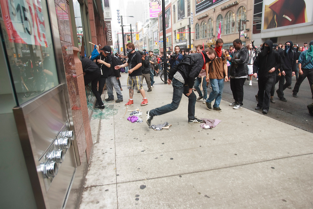 Protesters loot stores in Toronto's downtown core June 26, 2010 after a small group of anarchists broke from the main anti G20 demonstration and began a destructive march through the downtown.<br /> AFP/GEOFF ROBINS/STR