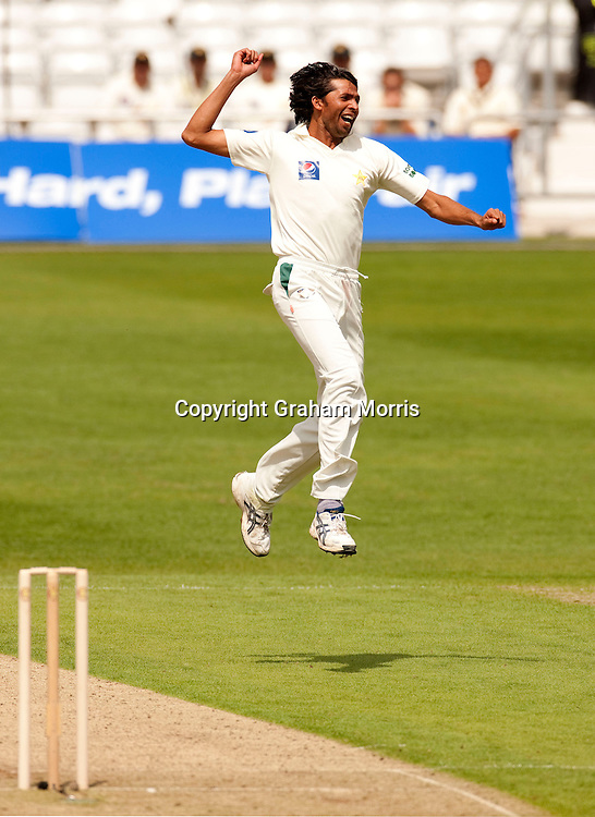 Bowler Mohammad Asif celebrates as Australia are all out for 88 during the second MCC Spirit of Cricket Test Match against Pakistan at Headingley, Leeds. Photo: Graham Morris (Tel: +44(0)20 8969 4192 Email: sales@cricketpix.com) 21/07/10