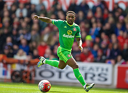 STOKE-ON-TRENT, ENGLAND - Saturday, April 30, 2016: Sunderland's Jermain Defoe in action against Stoke City during the FA Premier League match at the Britannia Stadium. (Pic by David Rawcliffe/Propaganda)