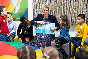 Prinses Laurentien leest voor in de Zoetermeerse bibliotheek tijdens het Nationaal Voorleesontbijt. Met het ontbijt worden de Nationale Voorleesdagen afgetrapt.