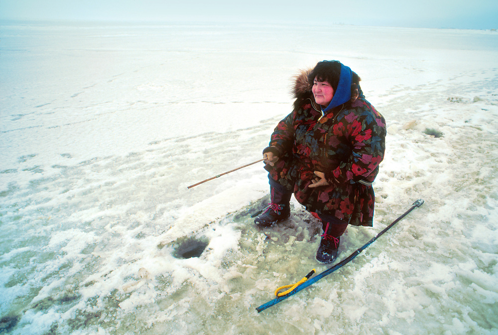 Alaska . Barrow . Ice fishing .