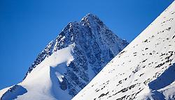 THEMENBILD - Blick auf den Großglockner auf der Grossglockner Hochalpenstrasse. Sie verbindet die beiden Bundeslaender Salzburg und Kaernten mit einer Laenge von 48 Kilometer und ist als Erlebnisstrasse vorrangig von touristischer Bedeutung, aufgenommen am 26. Oktober 2015, Bruck a.d. Glocknerstrasse, Oesterreich // View of the highest Austrian Mountain the Grossglockner. The Grossglockner High Alpine Road connects the two provinces of Salzburg and Carinthia with a length of 48 km and is as an adventure road priority of tourist interest at Bruck a.d. Glocknerstrasse, Austria on 2015/10/26. EXPA Pictures © 2015, PhotoCredit: EXPA/ JFK