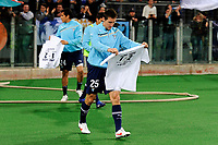 "Miroslav Klose con la maglietta celebrativa fatta dai tifosi in ricordo della vittoria sulla Roma nel derby di ritorno<br /> Miroslav Klose with a shirt about the match won against Roma<br /> Roma 11/3/2012 Stadio ""Olimpico""<br /> Football Calcio 2011/2012 Serie A<br /> Lazio Vs Bologna<br /> Foto Insidefoto Andrea Staccioli"