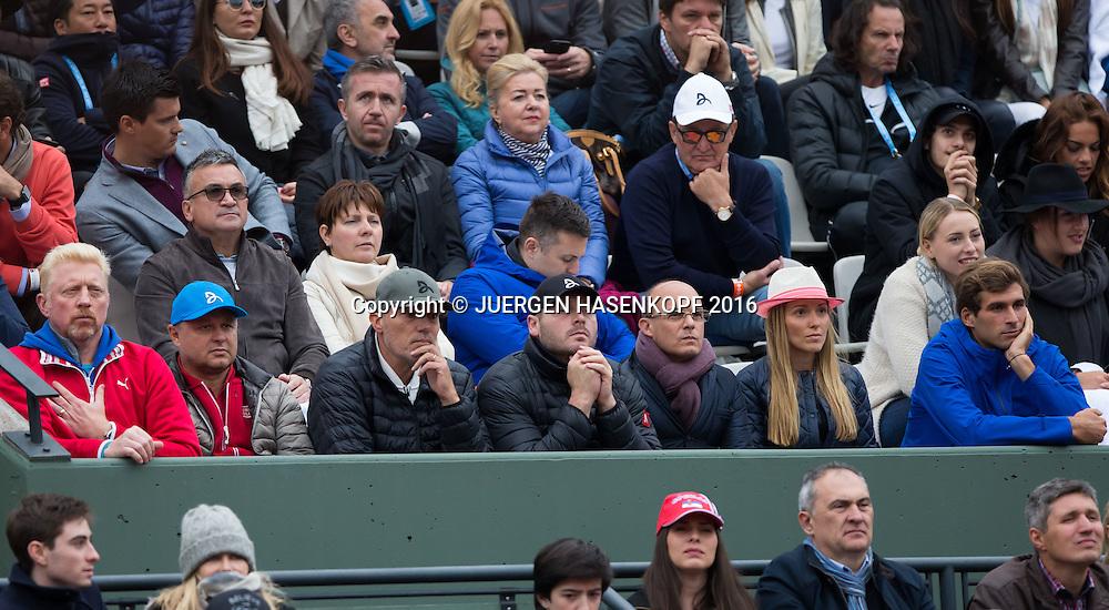 Novak Djokovic Team in der Spielerloge,L-R.  Trainer Boris Becker, Marian Vajda, Fitness Coach Gebhard Gritsch, Physiotherapeut Milan Adamovic, Manager Edoardo Artaldi,Ehefrau Jelena Djokovic und Bruder Marko Djokovic,<br /> <br /> Tennis - French Open 2016 - Grand Slam ITF / ATP / WTA -  Roland Garros - Paris -  - France  - 3 June 2016.