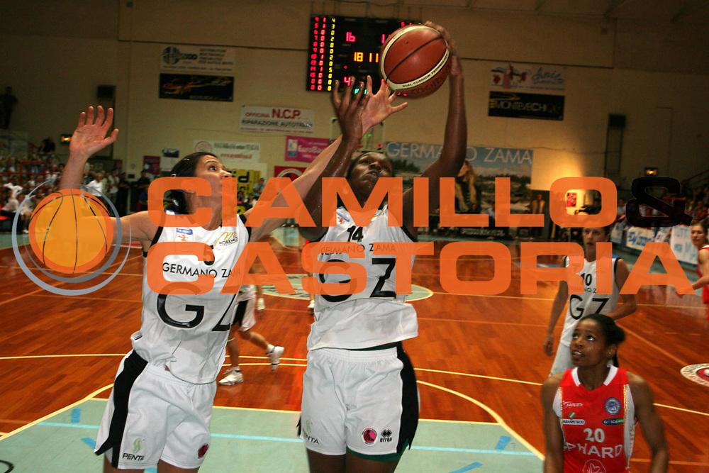 DESCRIZIONE : Faenza Lega A1 Femminile 2006-07 Finale Scudetto Gara 3 Germano Zama Faenza Phard Napoli <br /> GIOCATORE : Graziane <br /> SQUADRA : Germano Zama Faenza <br /> EVENTO : Campionato Lega A1 Femminile Finale Scudetto Gara 3 2006-2007 <br /> GARA : Germano Zama Faenza Phard Napoli <br /> DATA : 14/05/2007 <br /> CATEGORIA : Tiro <br /> SPORT : Pallacanestro <br /> AUTORE : Agenzia Ciamillo-Castoria/G.Ciamillo <br /> Galleria : Lega Basket Femminile 2006-2007<br /> Fotonotizia : Faenza Campionato Italiano Femminile Lega A1 2006-2007 Finale Scudetto Gara 3 Germano Zama Faenza Phard Napoli<br /> Predefinita :