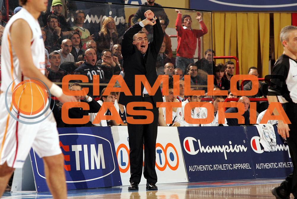 DESCRIZIONE : Forli Lega A1 2005-06 Copps Italia Final Eight Tim Cup Climamio Fortitudo Bologna Lottomatica Virtus Roma<br />GIOCATORE : Repesa<br />SQUADRA : Climamio Fortitudo Bologna<br />EVENTO : Campionato Lega A1 2005-2006 Coppa Italia Final Eight Tim Cup Quarti Finale<br />GARA : Climamio Fortitudo Bologna Lottomatica Virtus Roma<br />DATA : 16/02/2006<br />CATEGORIA : Delusione<br />SPORT : Pallacanestro<br />AUTORE : Agenzia Ciamillo-Castoria/Paolo Lazzeroni