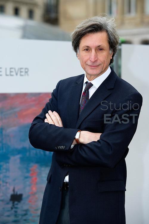 Patrick de Carolis, directeur du musée Marmottan, sur le parvis de la gare Saint Lazare, à Paris, le 31 mai 2013. Photo : Lucas Schifres/Pictobank