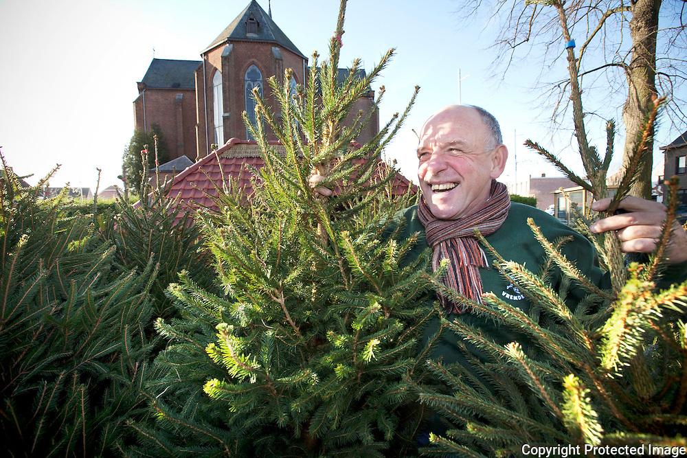 371113-Frans Lemmens, de bezieler van de jaarlijkse kerstmarkt in Vremde