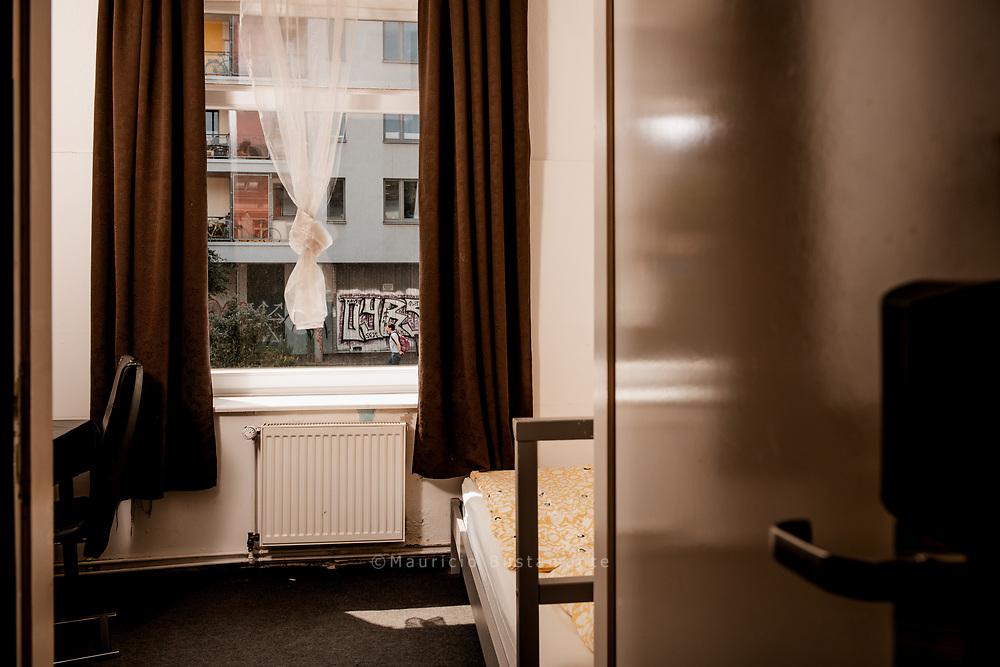 Um sie vor Corona zu schützen, waren<br /> 170 Obdachlose drei Monate lang in Hotels<br /> untergebracht – auf Wunsch in Einzelzimmern.<br /> Organisiert hatten das die Tagesaufenthaltsstätte<br /> Alimaus, die Diakonie und Hinz&Kunzt. Ende Juni<br /> musste das Projekt beendet werden, denn<br /> die Spenden waren aufgebraucht. Hamburg, Deutschland. 18.06.2020 Foto Mauricio Bustamante
