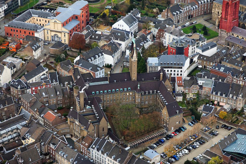Nederland, Limburg, Maastricht, 2010-11-15; Een klein gedeelte van  de rode toren van de Sint Janskerk. A small part of the red tower of St John's Church. Luchtfoto (toeslag), aerial photo (additional fee required).foto/photo Siebe Swart