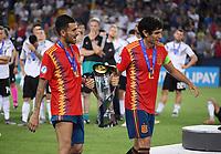 FUSSBALL UEFA U21-EUROPAMEISTERSCHAFT FINALE 2019  in Italien  Spanien - Deutschland   30.06.2019 JUBEL Sieger Spanien;  Dani Ceballos (li) und Jesus Vallejo mit Pokal
