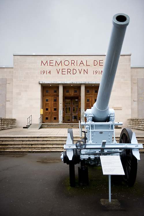 A French De Bange 155mm long cannon mle. 1877 at the entrance of ‪Verdun Memorial‬. The memorial built in 1967 to commemorate the battle of Verdun fought in 1916. The memorial is situated near the the destroyed village of Fleury-devant-Douaumont and remembers both French and German combatants.