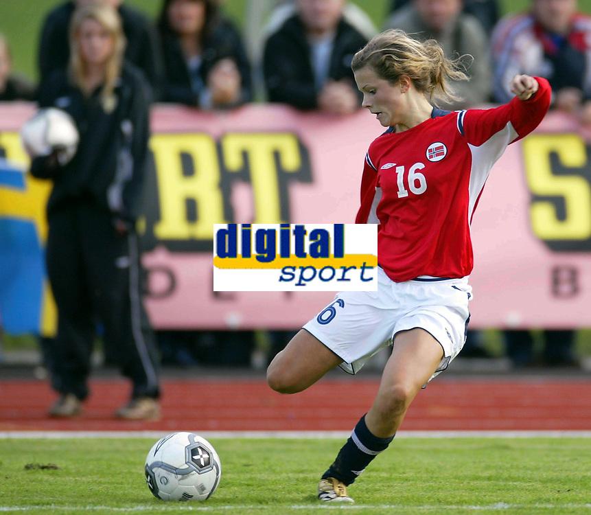 Fotball<br /> Landskamp J15/16 &aring;r<br /> Tidenes f&oslash;rste landskamp for dette alderstrinnet<br /> Sverige v Norge 1-3<br /> Steungsund<br /> 11.10.2006<br /> Foto: Anders Hoven, Digitalsport<br /> <br /> Cathrine Dekkerhus - Kongsvinger / Norge