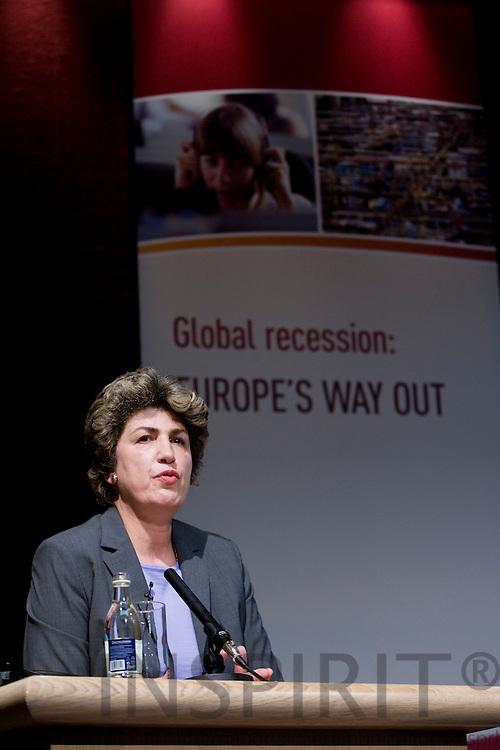 DUBLIN - IRELAND - 05 NOVEMBER 2009 -- Eurofound Forum - Global recession: Europe's way out. Maria João (Joao) Rodrigues, Special Advisor on Lisbon Strategy.   PHOTO: ERIK LUNTANG / INSPIRIT Photo