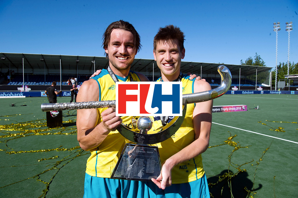 BREDA - Rabobank Hockey Champions Trophy<br /> Final Australia - India<br /> Australia won after shoot outs.<br /> Photo: Eddy Ockenden and the trophy.<br /> COPYRIGHT WORLDSPORTPICS FRANK UIJLENBROEK