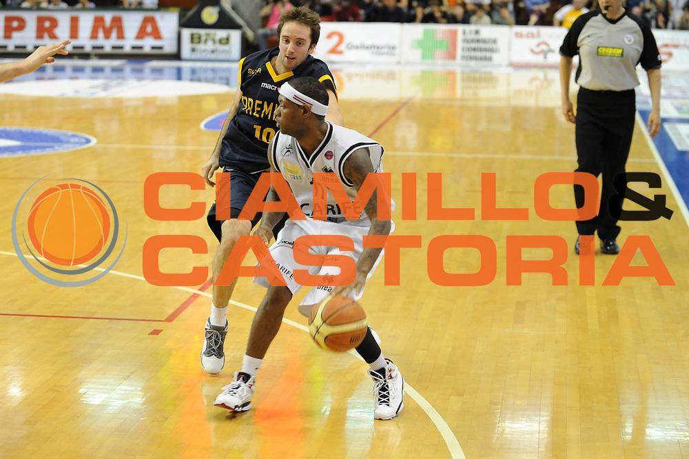 DESCRIZIONE : Ferrara Lega A 2008-09 Carife Ferrara Premiata Montegranaro<br /> GIOCATORE : Allan Ray<br /> SQUADRA : Carife Ferrara<br /> EVENTO : Campionato Lega A 2008-2009<br /> GARA : Carife Ferrara Premiata Montegranaro<br /> DATA : 10/05/2009<br /> CATEGORIA : palleggio<br /> SPORT : Pallacanestro<br /> AUTORE : Agenzia Ciamillo-Castoria/M.Marchi