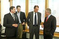 06 OCT 2003, BERLIN/GERMANY:<br /> Franz Josef Jung, Vors. CDU Fraktion Hessen, Philipp Missfelder, Vors. Junge Union, Friedrich Merz, Stellv. CDU/CSU Fraktionsvors. und unbekannte Person, (v.L.n.R.), im Gespraech, vor Beginn der Sitzung des Bundesvorstandes der CDU, Bundesgeschaeftsstelle<br /> IMAGE: 20031006-02-014<br /> KEYWORDS: Philipp Mißfelder