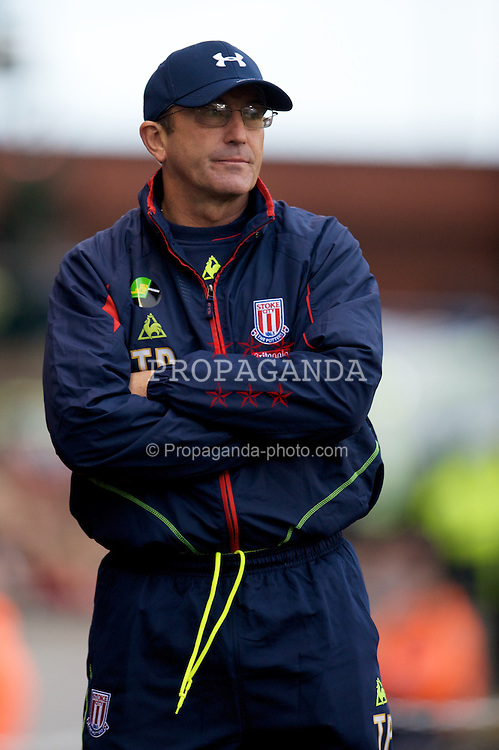 STOKE, ENGLAND - Sunday, October 19, 2008: Stoke City's manager Tony Pulis during the Premiership match against Tottenham Hotspur at the Britannia Stadium. (Photo by David Rawcliffe/Propaganda)