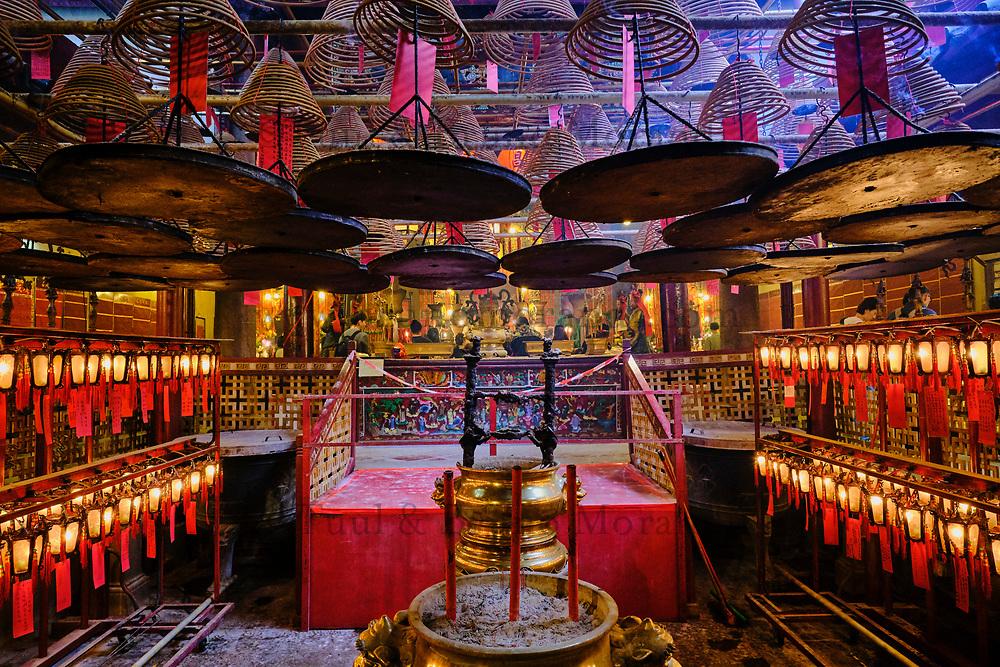 Chine, Hong Kong, Hong Kong Island, Temple boudhiste de Man Mo à Sheung Wan // China, Hong Kong, Hong Kong Island, Man Mo Temple at Sheung Wan,